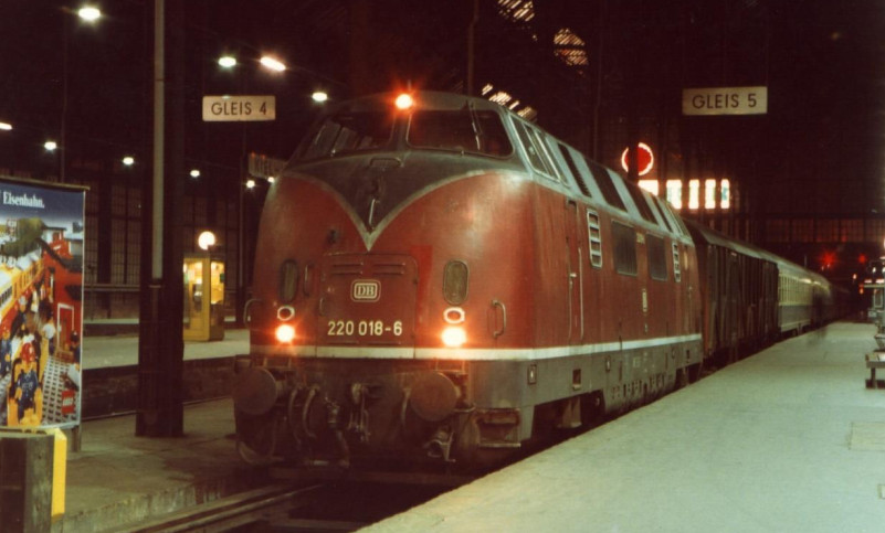 220 018-6 at Kiel Hbf ready to depart with a service to Lübeck Hbf in 1984. From A Taste of German Diesels